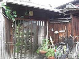 モモの家 玄関